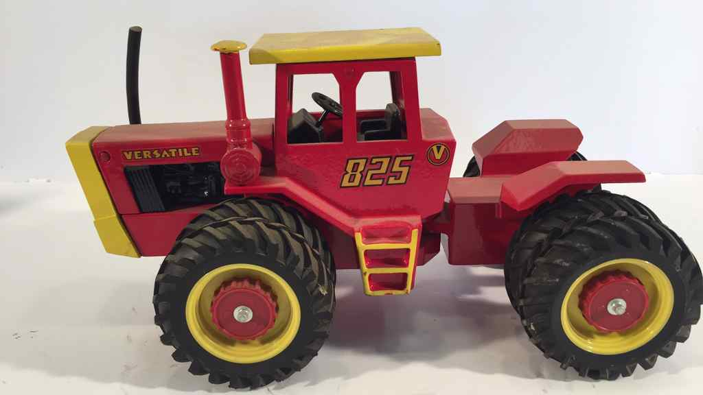 John Deere 1953 Model D  ERTL Die Cast Tractor 116th Scale