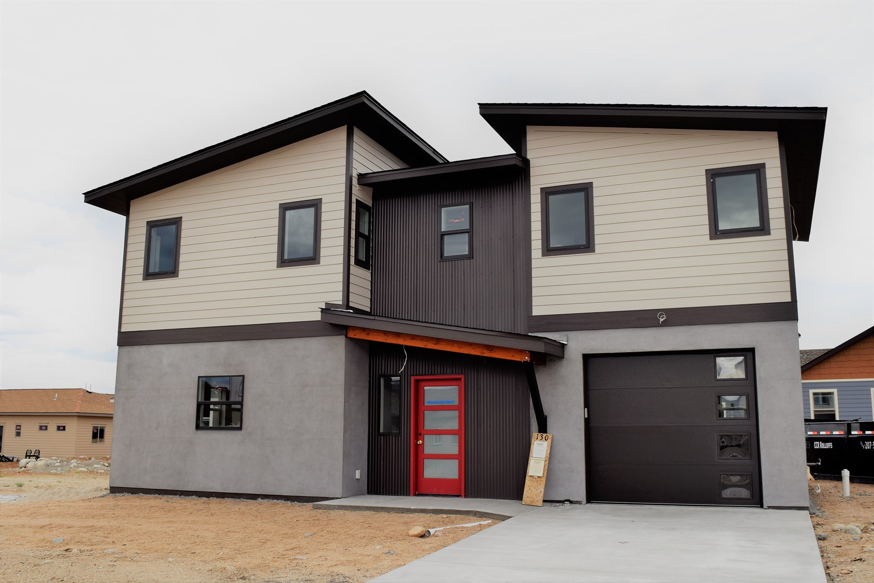 New Quality 4 Bed Home Superb Views of Collegiate Peaks