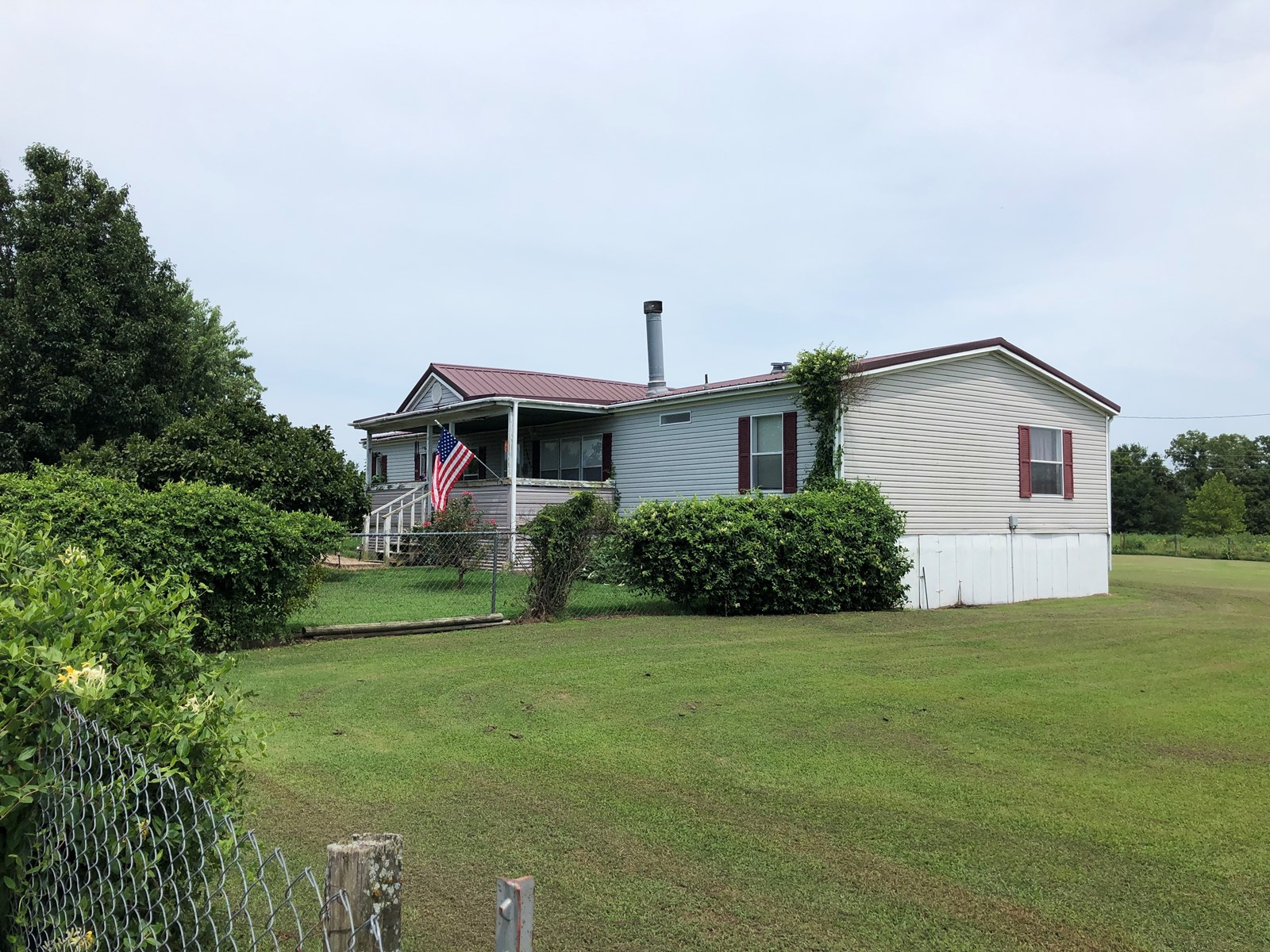 Spacious 4-Bed 2-Bath Country Home Close to town with Shop
