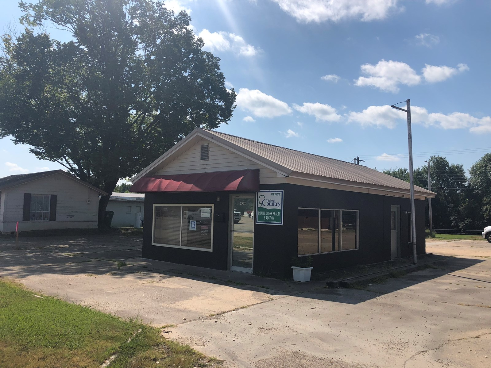 Commercial Building on 1/2 acre  for sale in Sallisaw