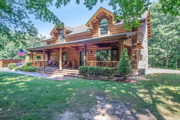 Log home on 20 acres with horse facilities