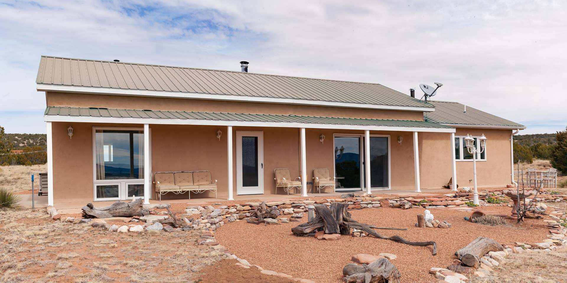 Mountainair NM Country Home in The Red Rocks