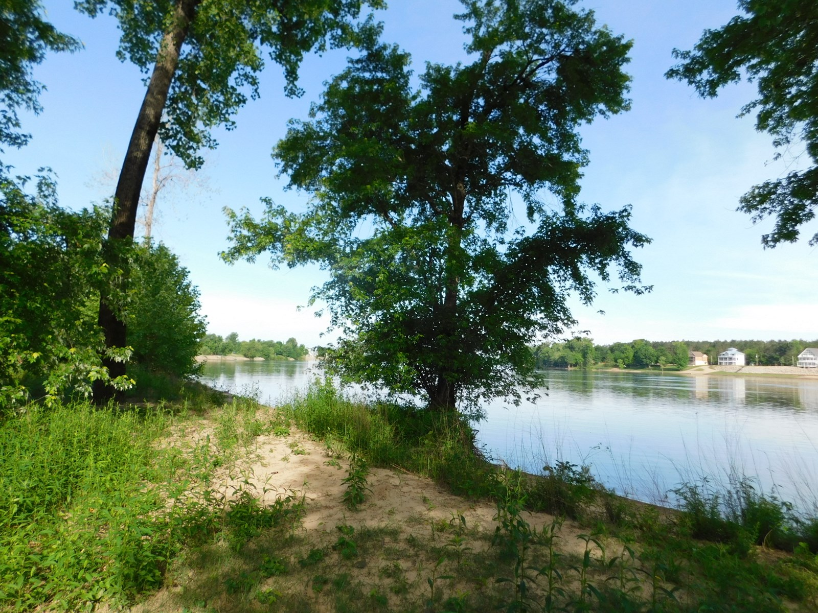 WATERFRONT / TN RIVER FRONT LAND WITH BEACH