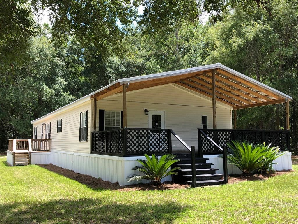 Country home completely renovated on 4+ acres in N Florida