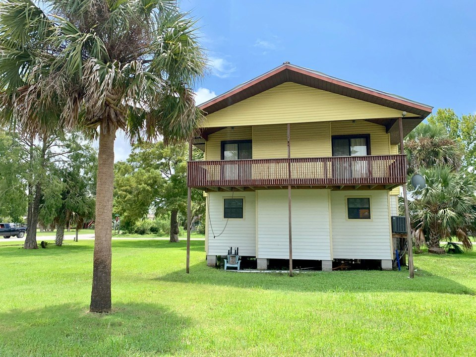 SUWANNEE FLORIDA HOME FOR SALE ON RIVER CANAL