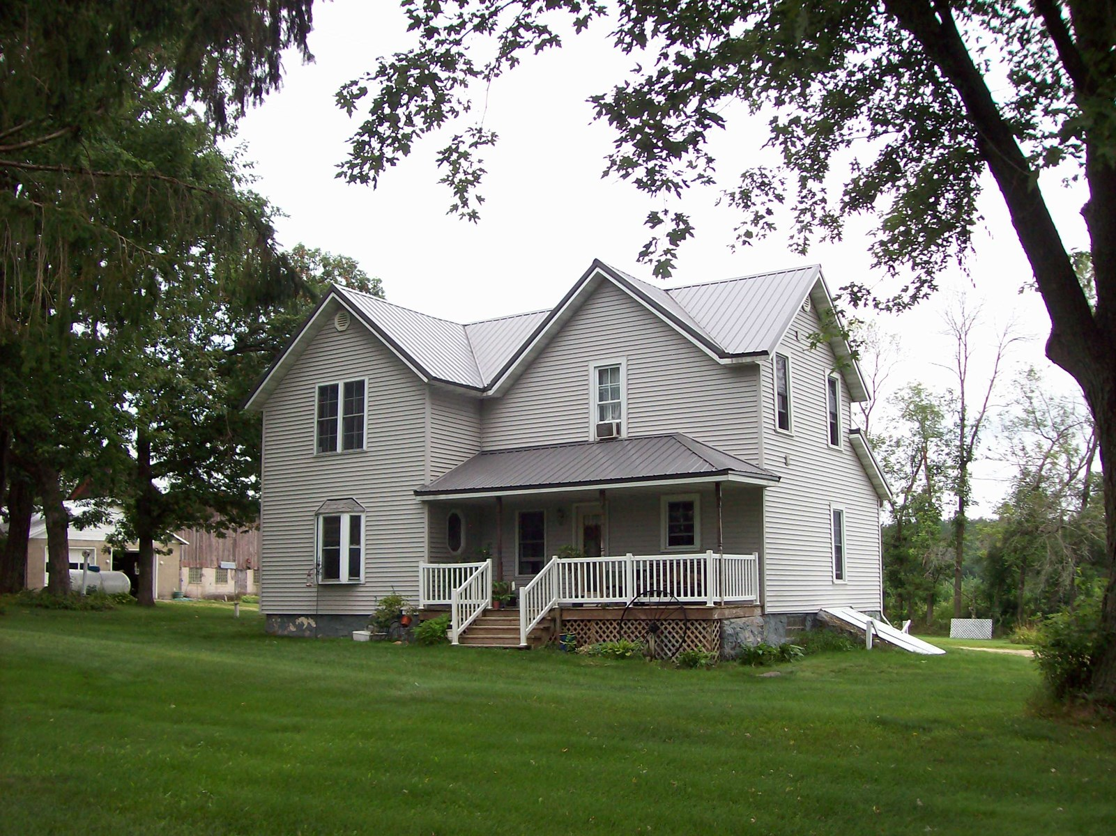 Oxford, WI Country 3 Bedroom Home with Barn