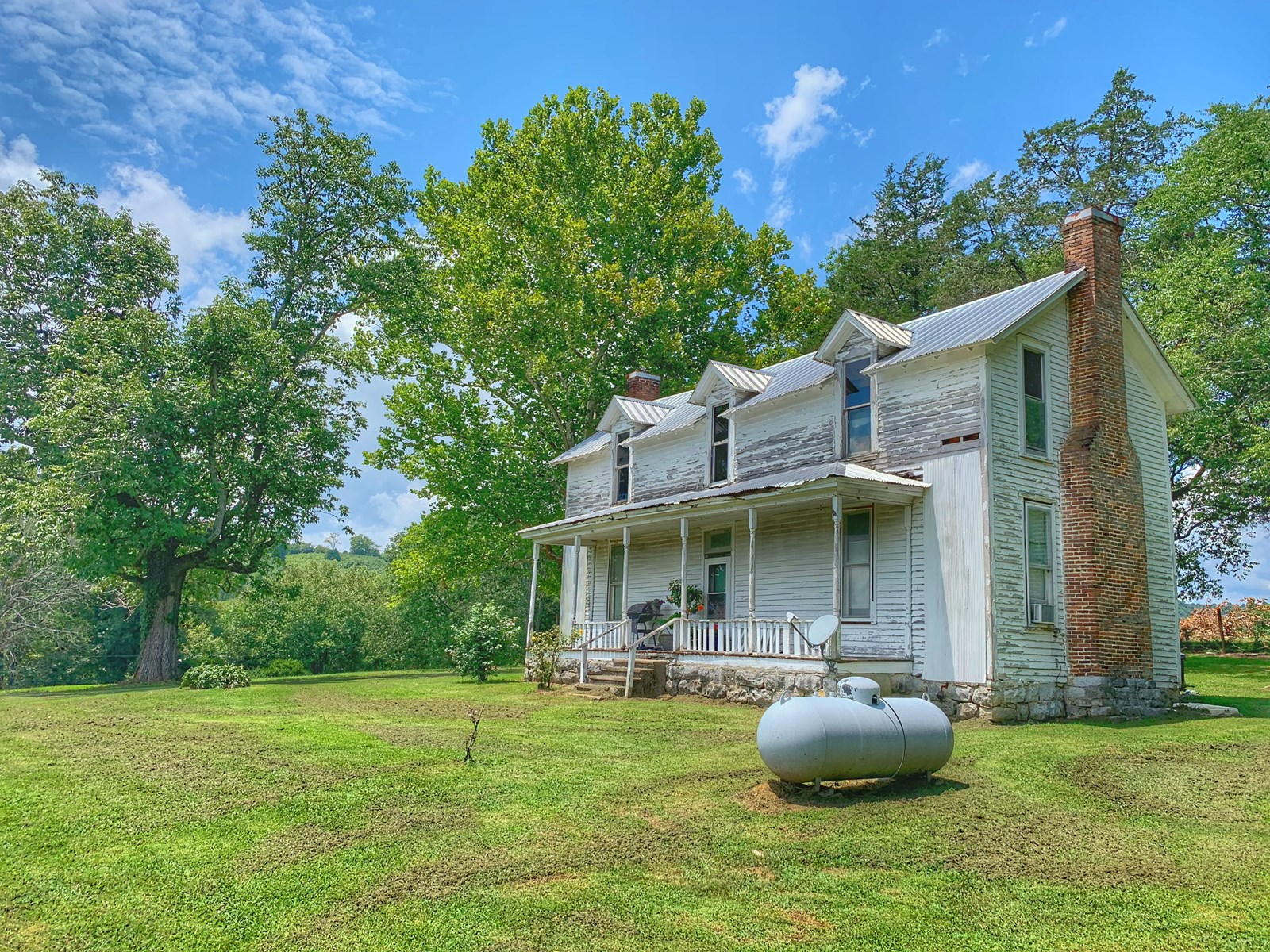 Antebellum Home on 36 Acres For Sale in Middle Tennessee