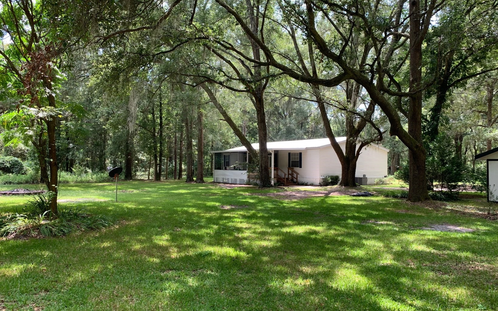 Gorgeous yard with huge Oaks- completely remodeled home