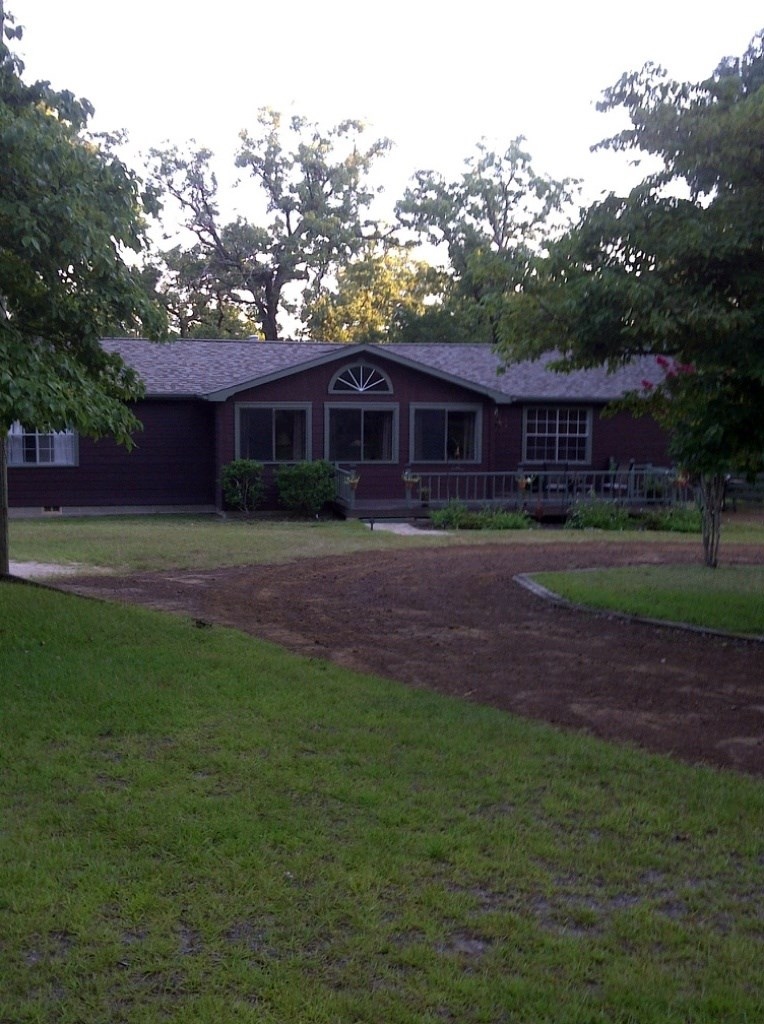 WELL-MAINTAINED HOME ON 5 ACRES IN EAST TEXAS