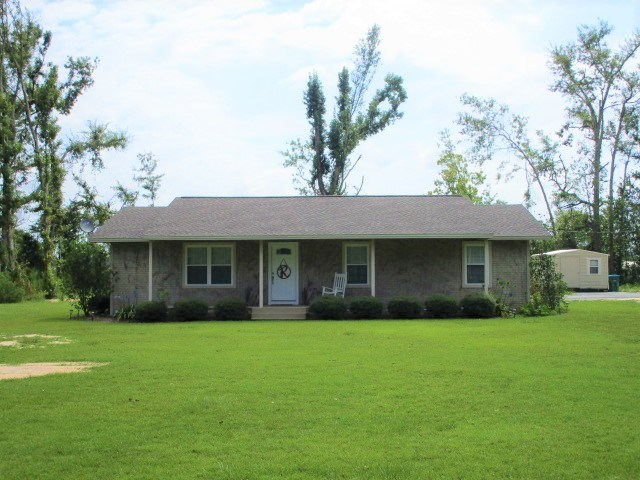 Very nice home in Blountstown close to school and town.