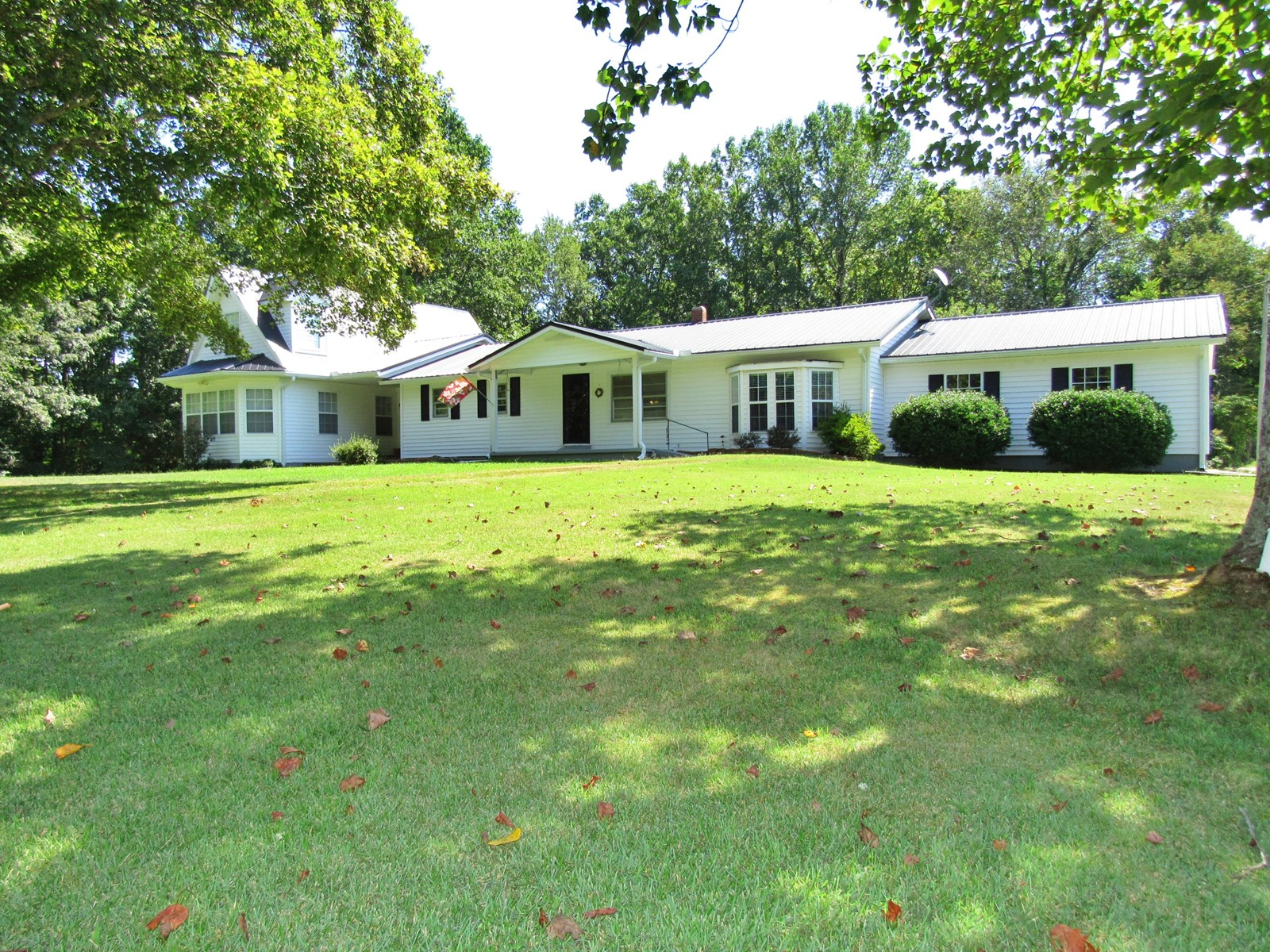 Country Home For Sale Linden TN 4BR 2.5 BA