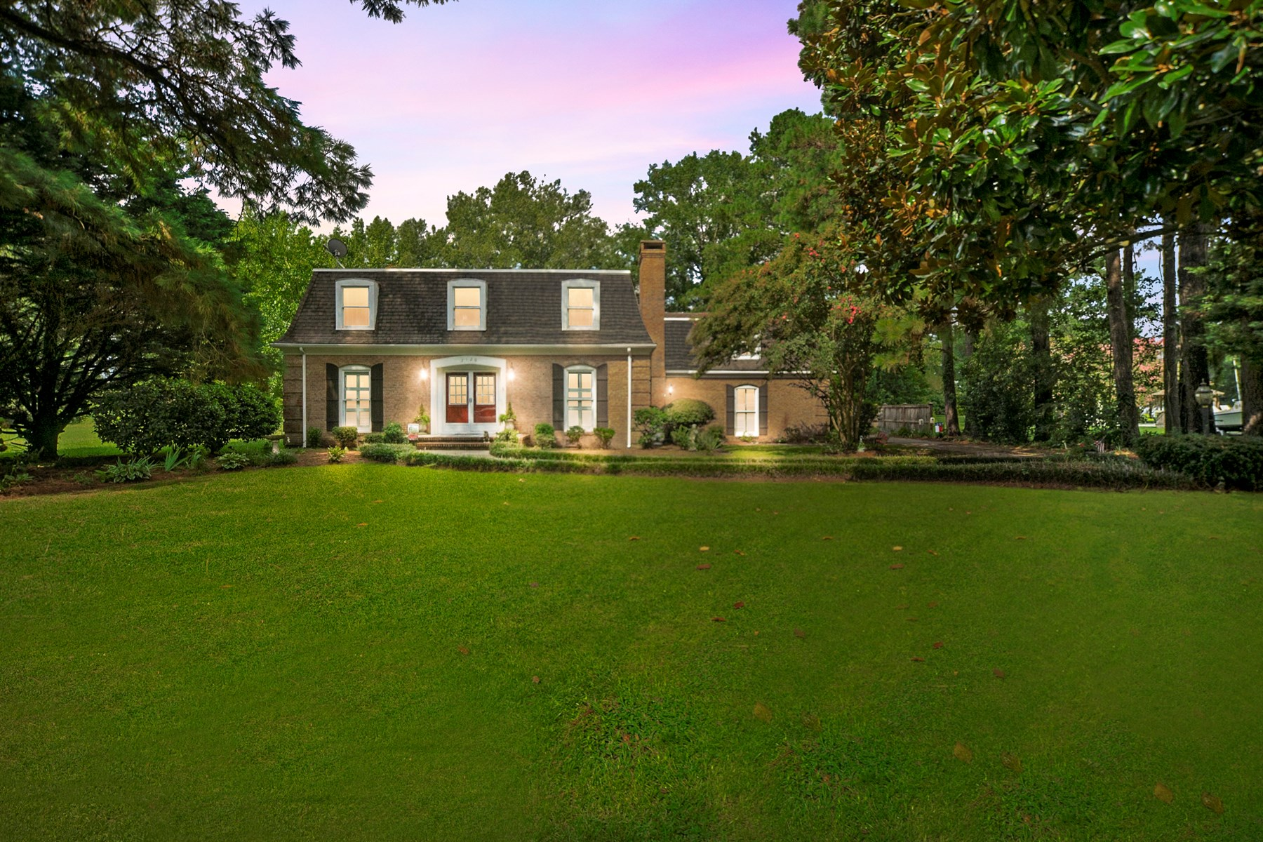 Beautiful waterfront home in desirable Winslows Acres