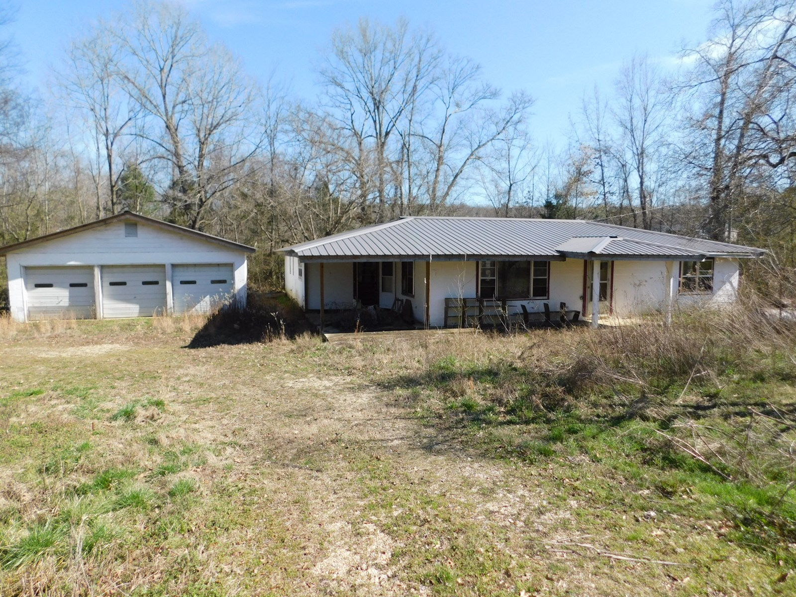 FIXER UPPER HOUSE FOR SALE IN TN, CREEK, GARAGE
