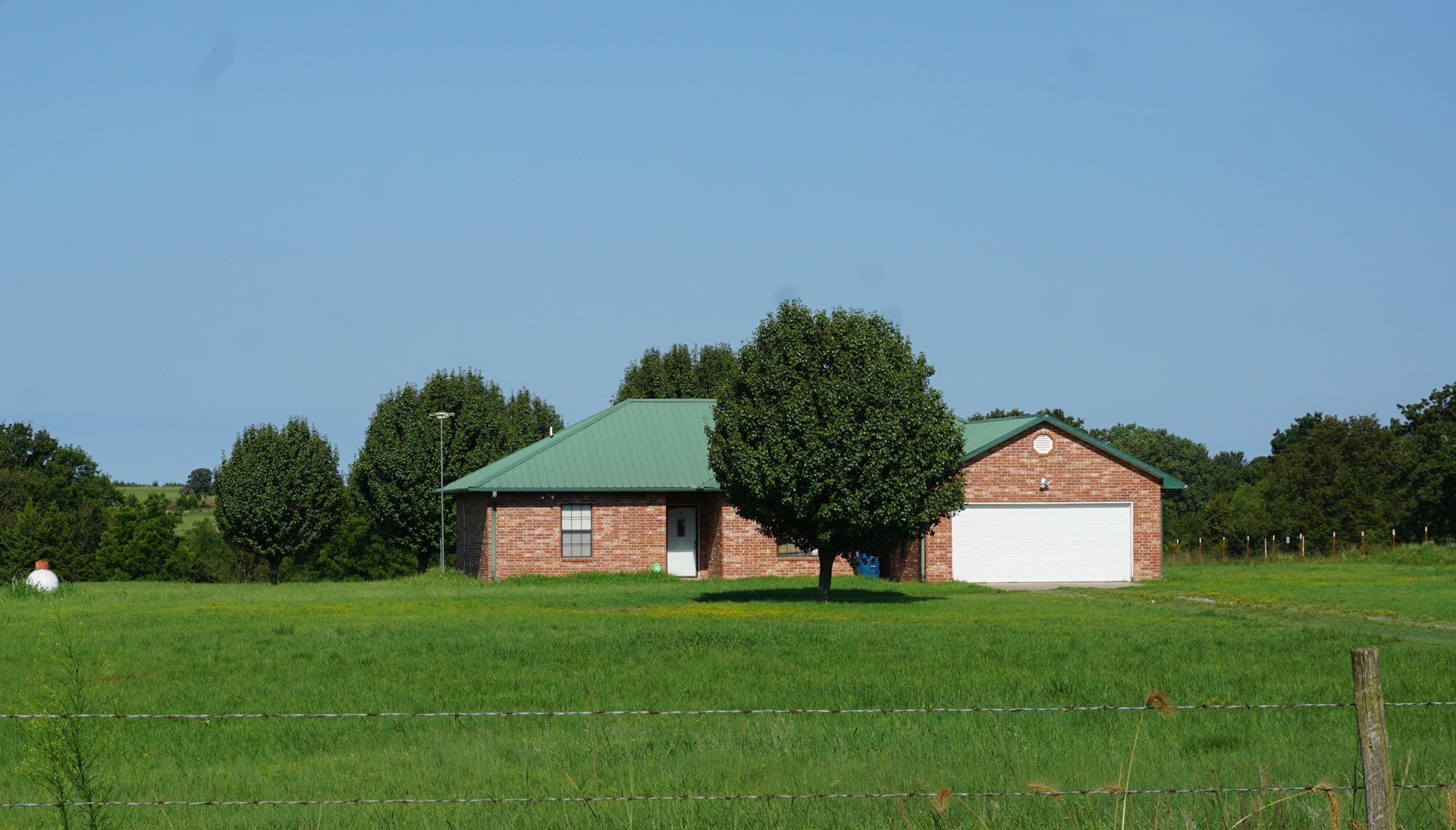NO RESERVE AUCTION Country Home on 10 ac, Agra, Central OK