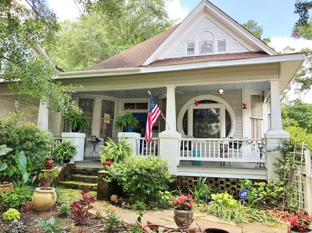 4 Bed, 2.5 Bath Victorian Home in Town for Sale McComb, MS