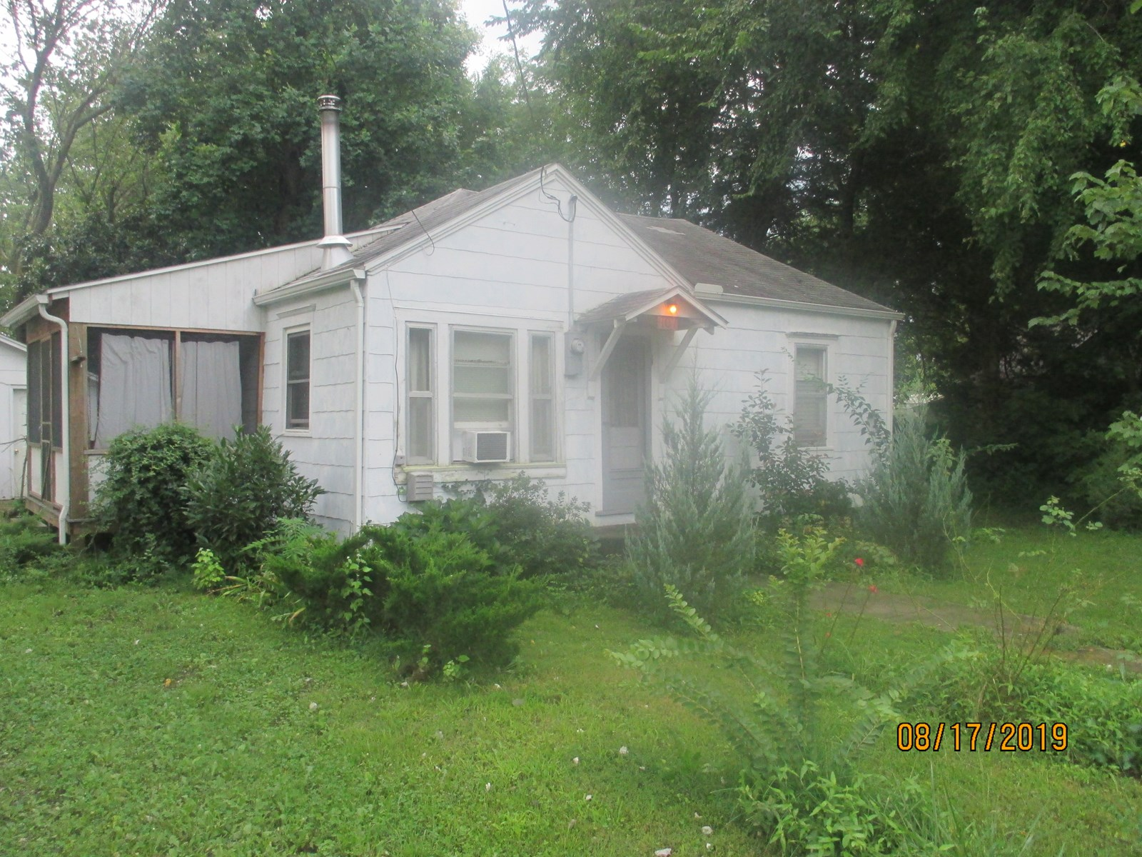 Cute Bungalow Home in Golden City, Mo