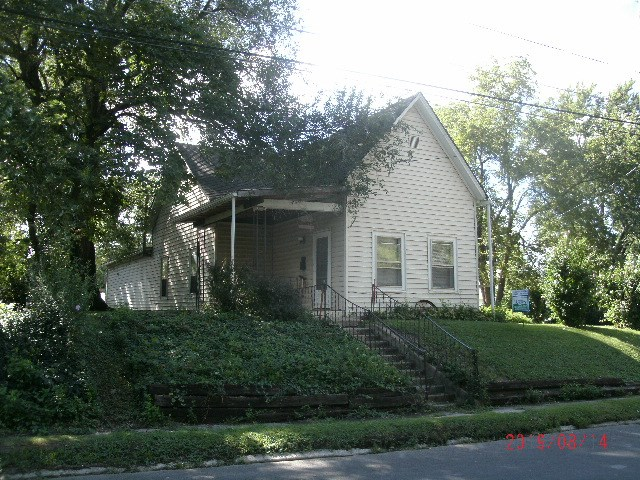 Older Home on 2 Lots in Trenton, Missouri