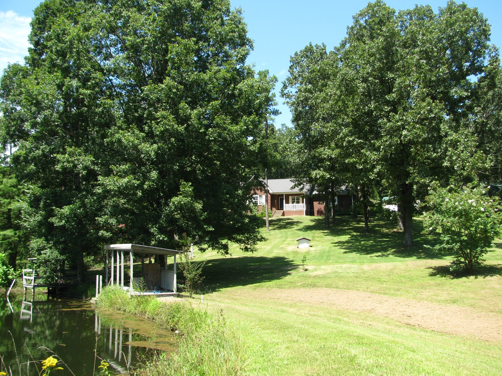 COUNTRY HOME ON ACREAGE IN TN, 2 PONDS, SHOPS, EQUIPMENT