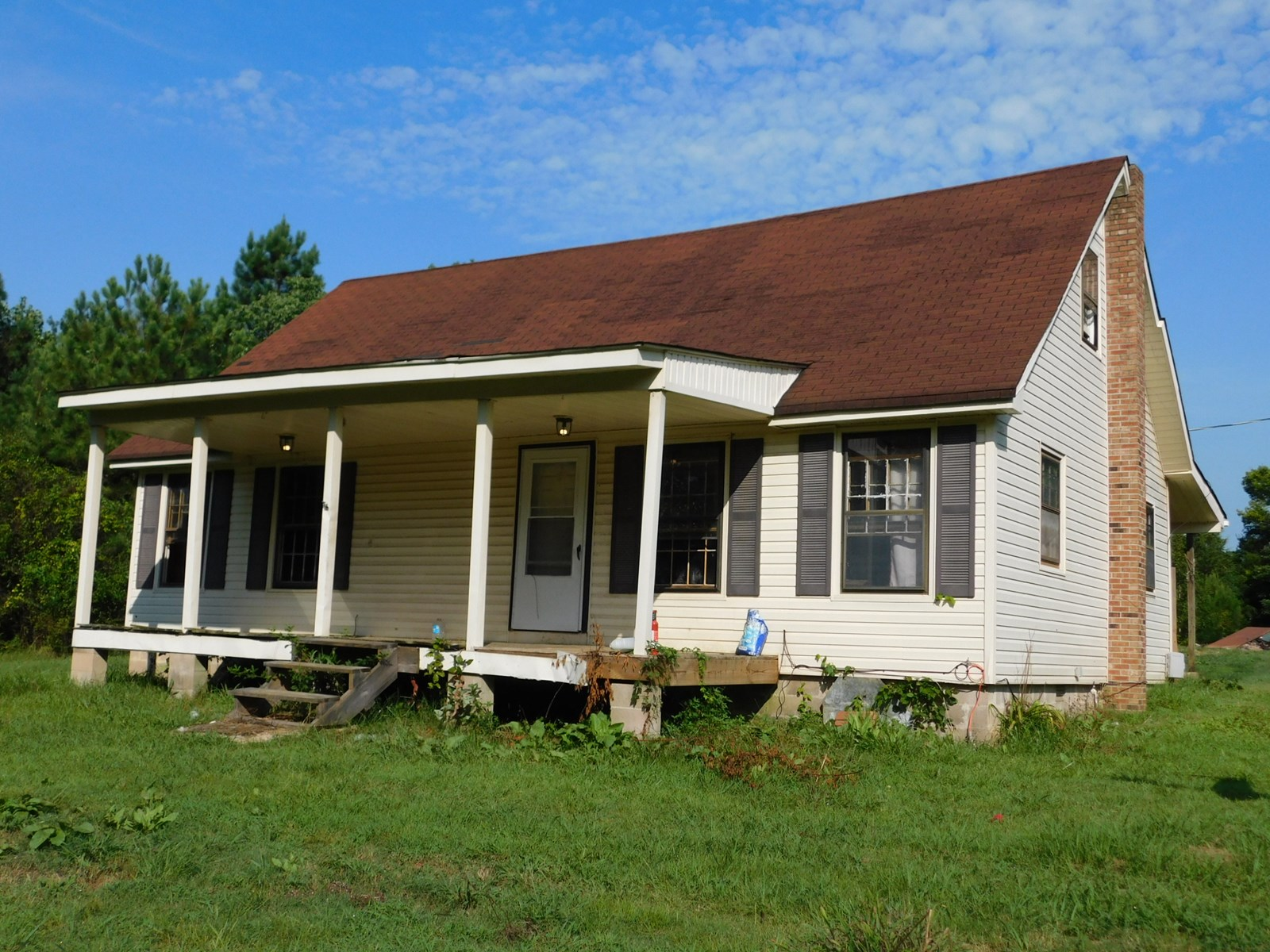 Country Home for sale in TN. Minutes to TN River. Pond. Barn