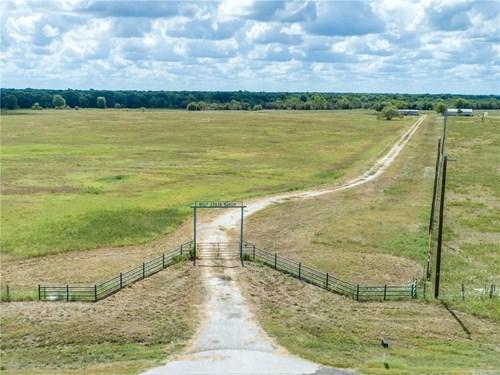 WOLF CREEK RANCH IN WILLS POINT, TX - 926 +\- AC