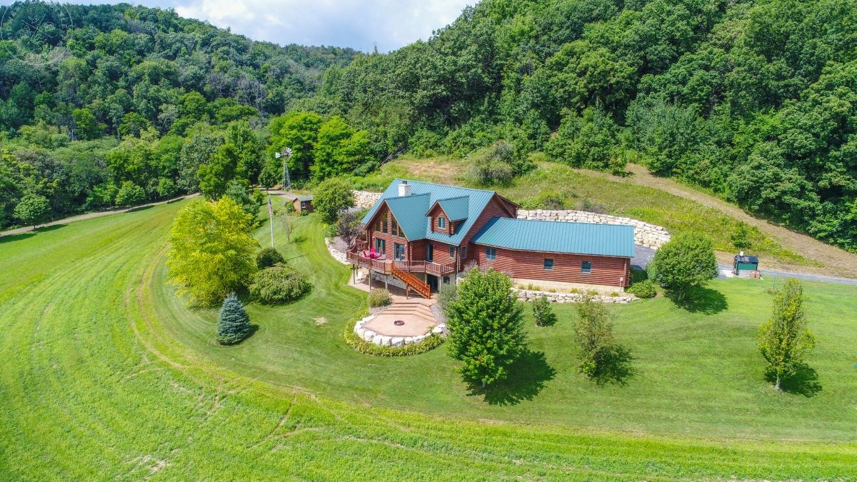 Gentleman's Lodge with Hunting Land For Sale in Vernon Cty