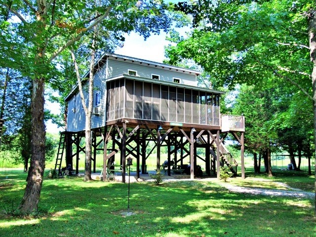 468 Daily Loop Rd. Linden Tennessee Buffalo River Home $93,5