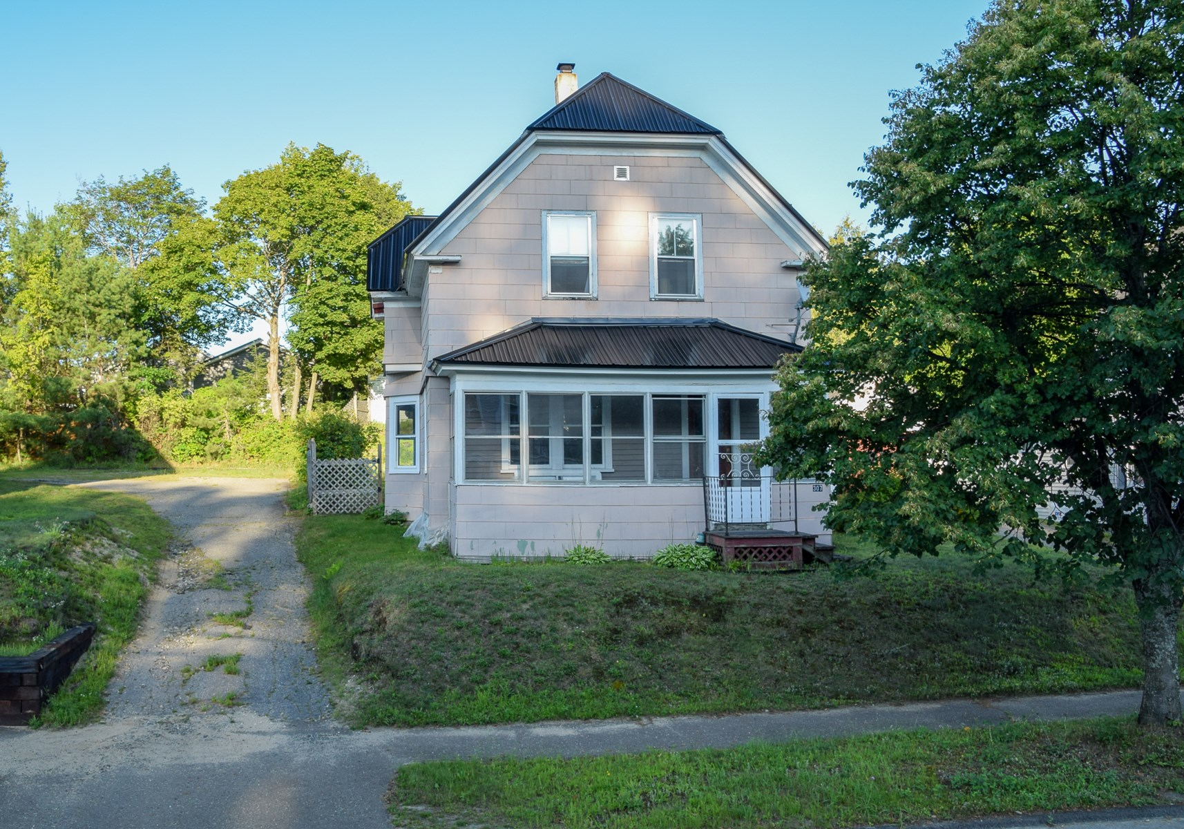Maine Country Home For Sale in Millinocket
