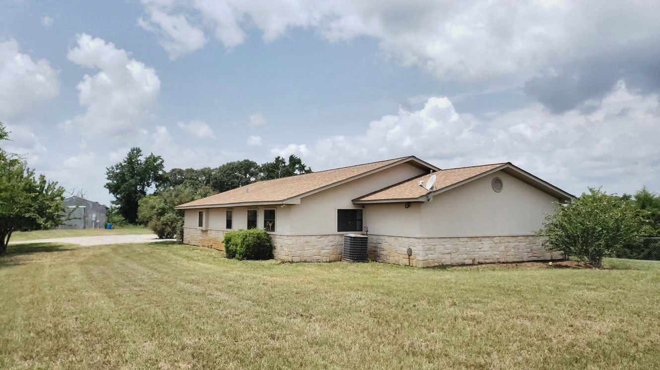 EAST TX COUNTRY HOME & ACREAGE | PASTURES & BARN