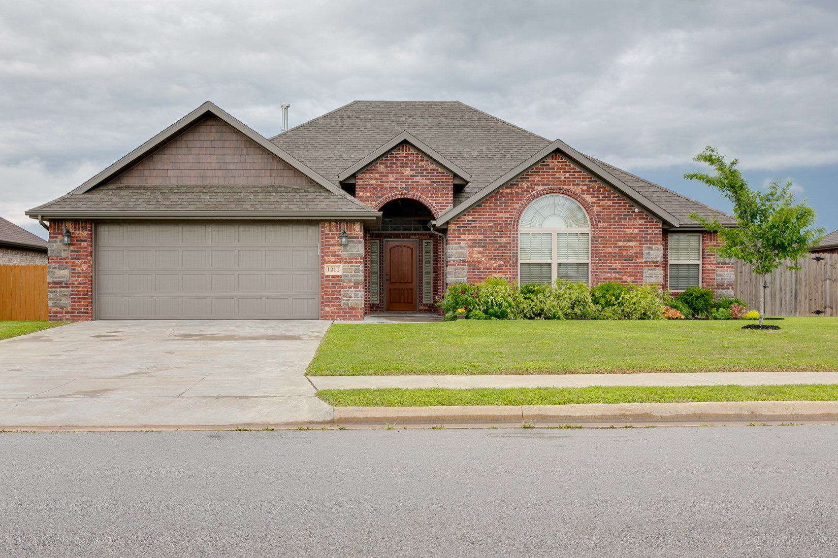 Centerton home near schools and short commute to Bentonville