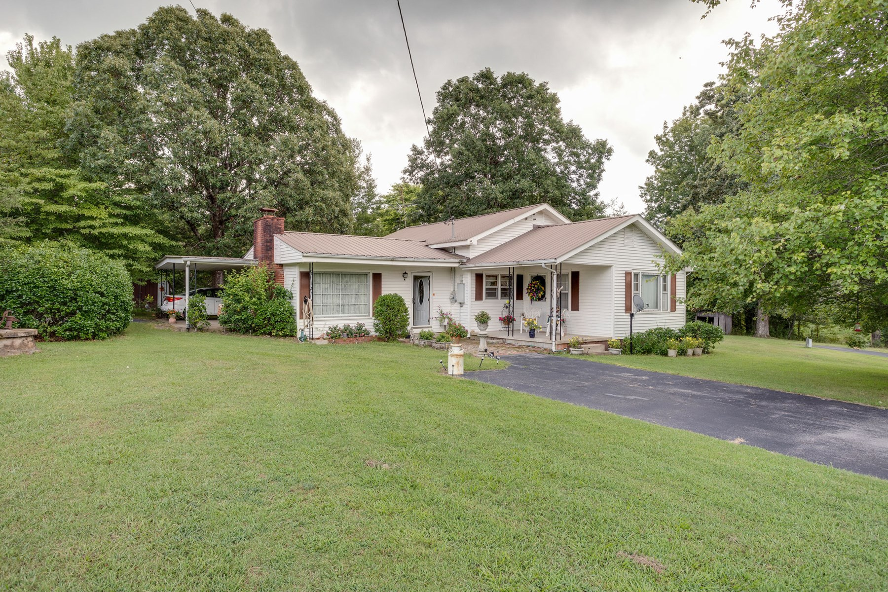 4 Bedroom, Country Home with Acreage in Hohenwald, Tennessee