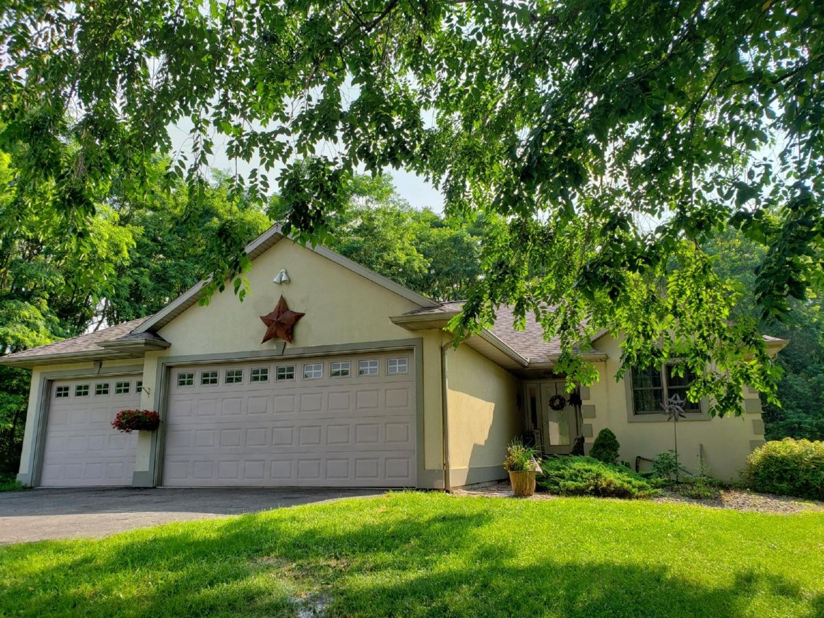 Beautiful 4-bedroom, 3-bathroom home in Portage WI