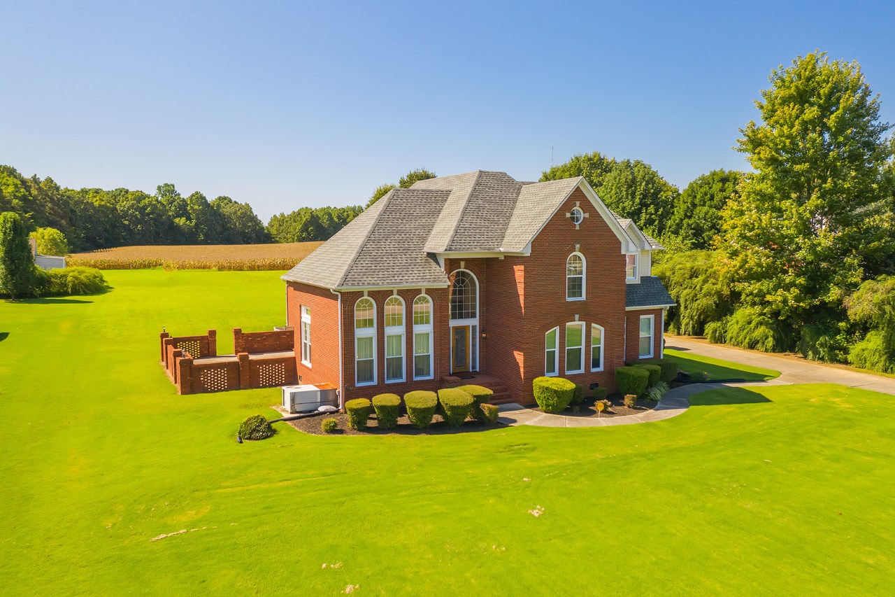 Brick home for Sale near Humboldt & Jackson TN. Open Kitchen