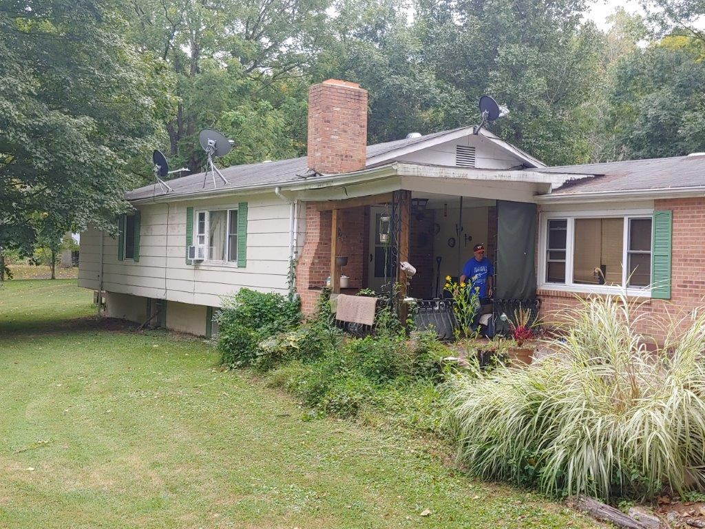 Country Home with Creek Frontage for Sale in Giles County