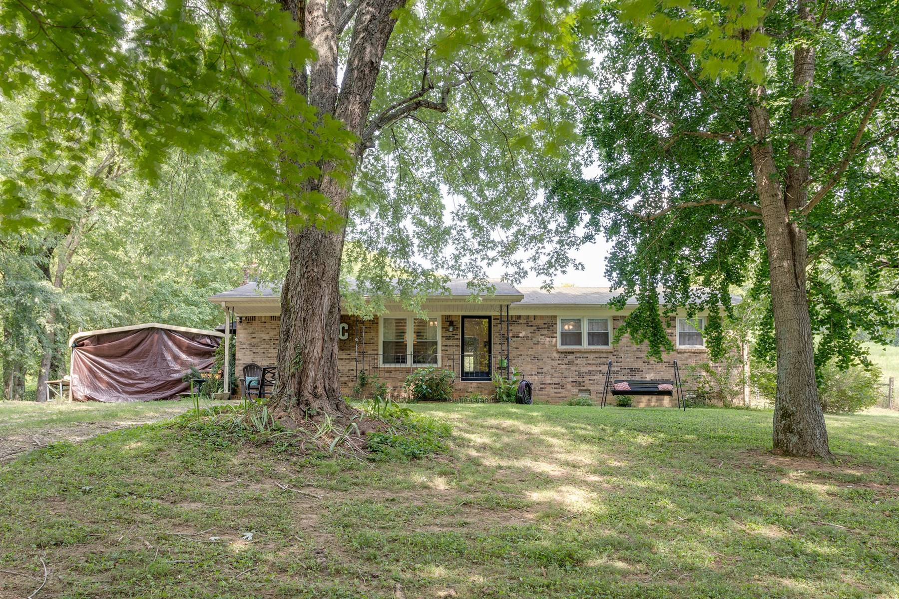 All Brick Home on 1 Acre, in Columbia, Tennessee