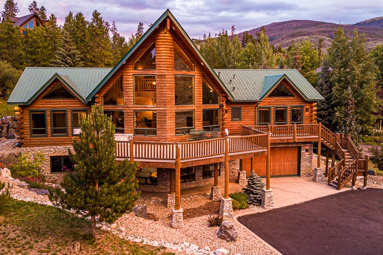 Colorado Mountain Log Cabin in Dillon 30 min to 5 ski areas!