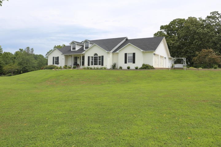 Show Place Home In Rural West Plains of Howell County MO
