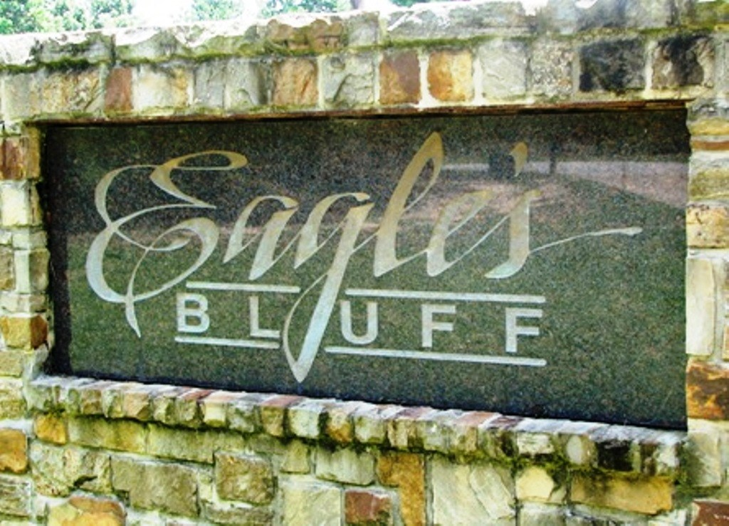 BEAUTIFUL TOWN HOME IN EAGLES BLUFF.