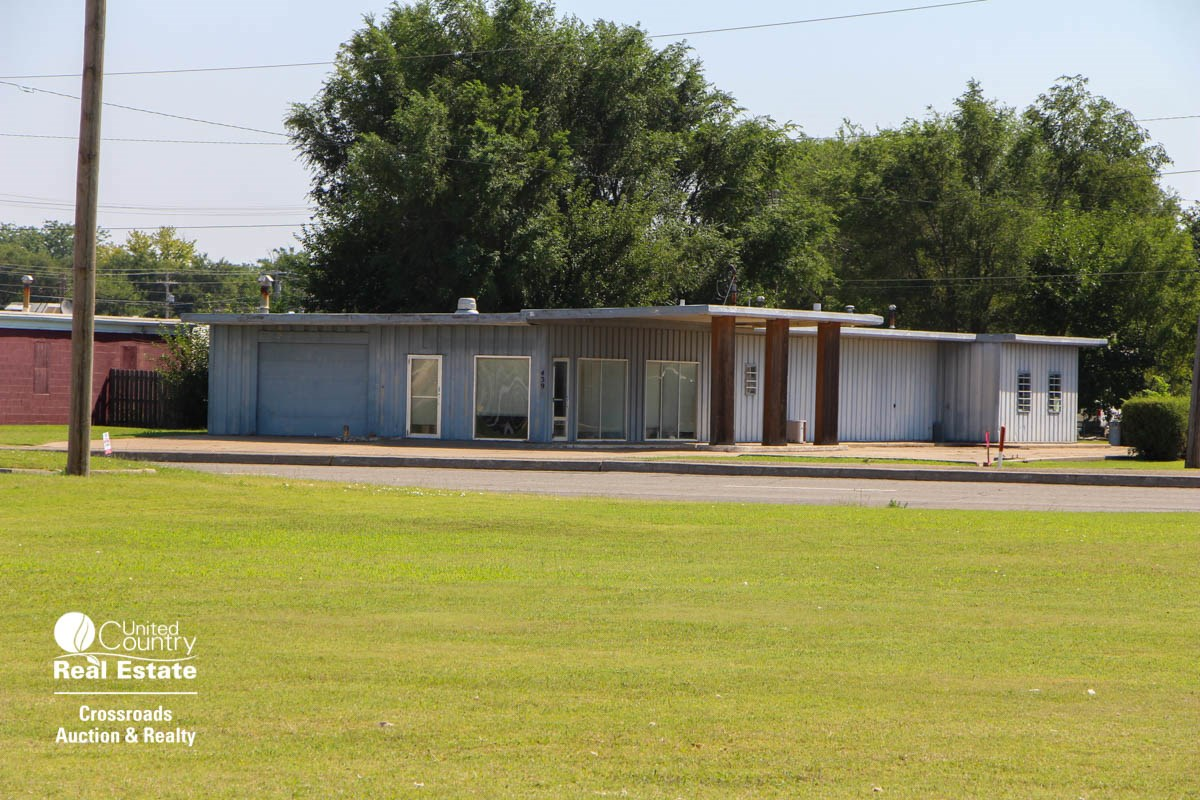 Commercial Shop Building Auction For Sale in Salina Kansas