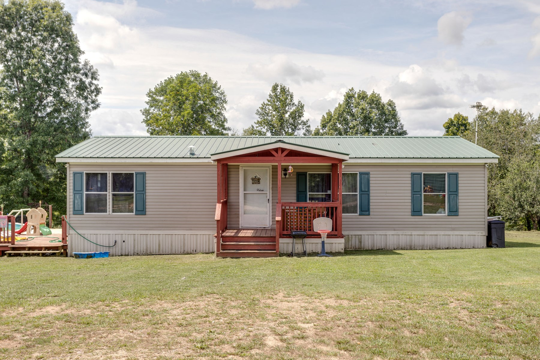 Country Mobile Homes w/Acreage, located in Hohenwald, TN