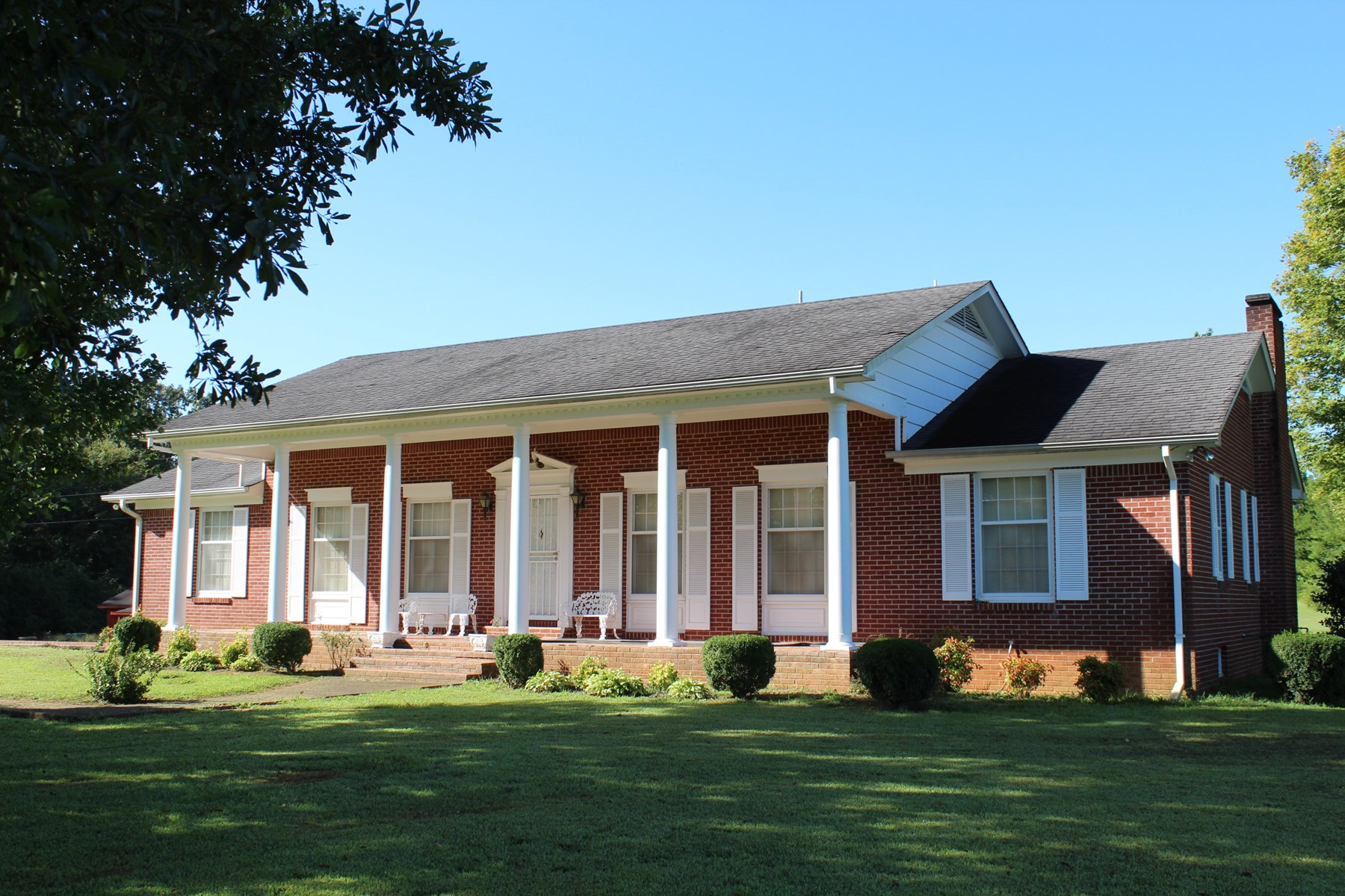 TN COUNTRY HOME W/ BASEMENT, SHOP, OUTBUILDING AND ACREAGE