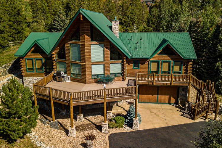 Mountain Log Home Located in the Heart of Ski Country USA