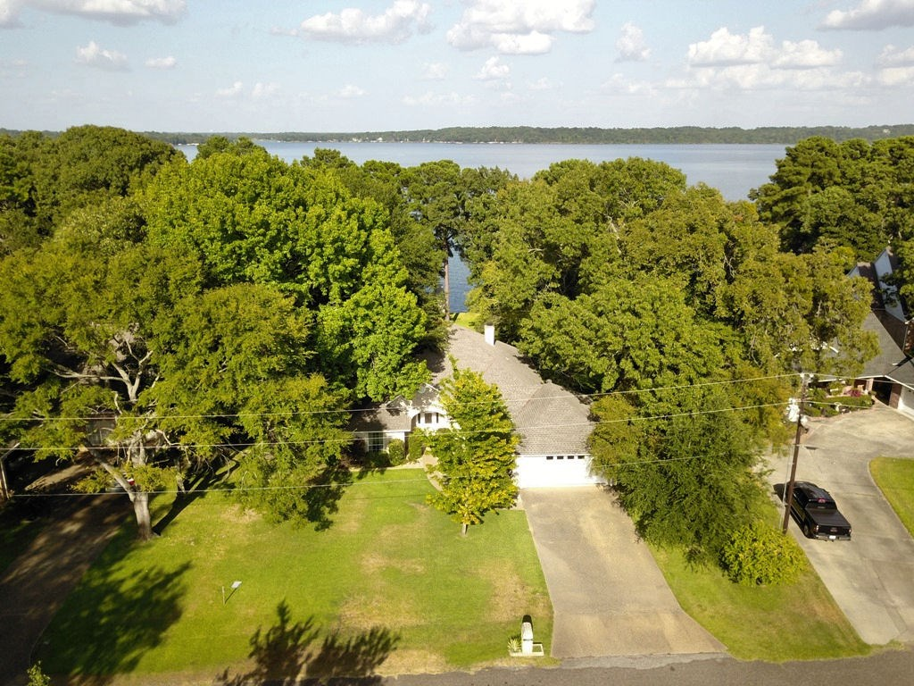 BEAUTIFUL WATERFRONT HOME ON LAKE PALESTINE IN EAST TEXAS