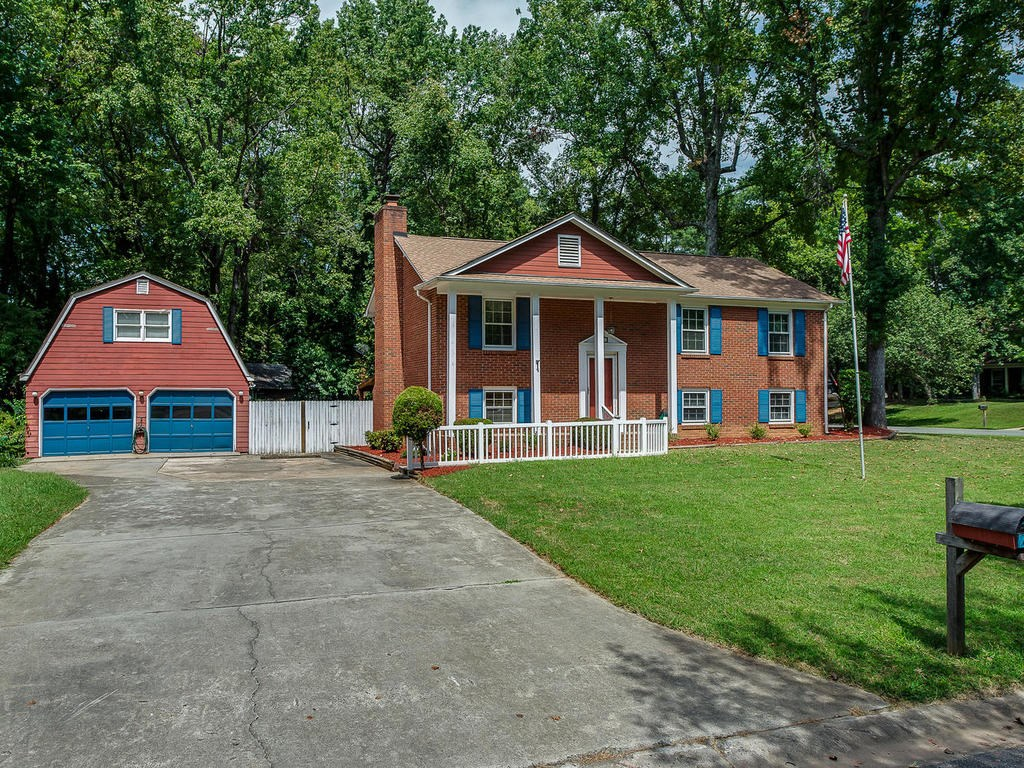 2-Story Brick Home For Sale in Southeast Charlotte!