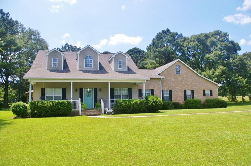 3 Bed/ 2.5 Bath Home 9.91 Acres Pond, Barn, Shop, Summit, MS