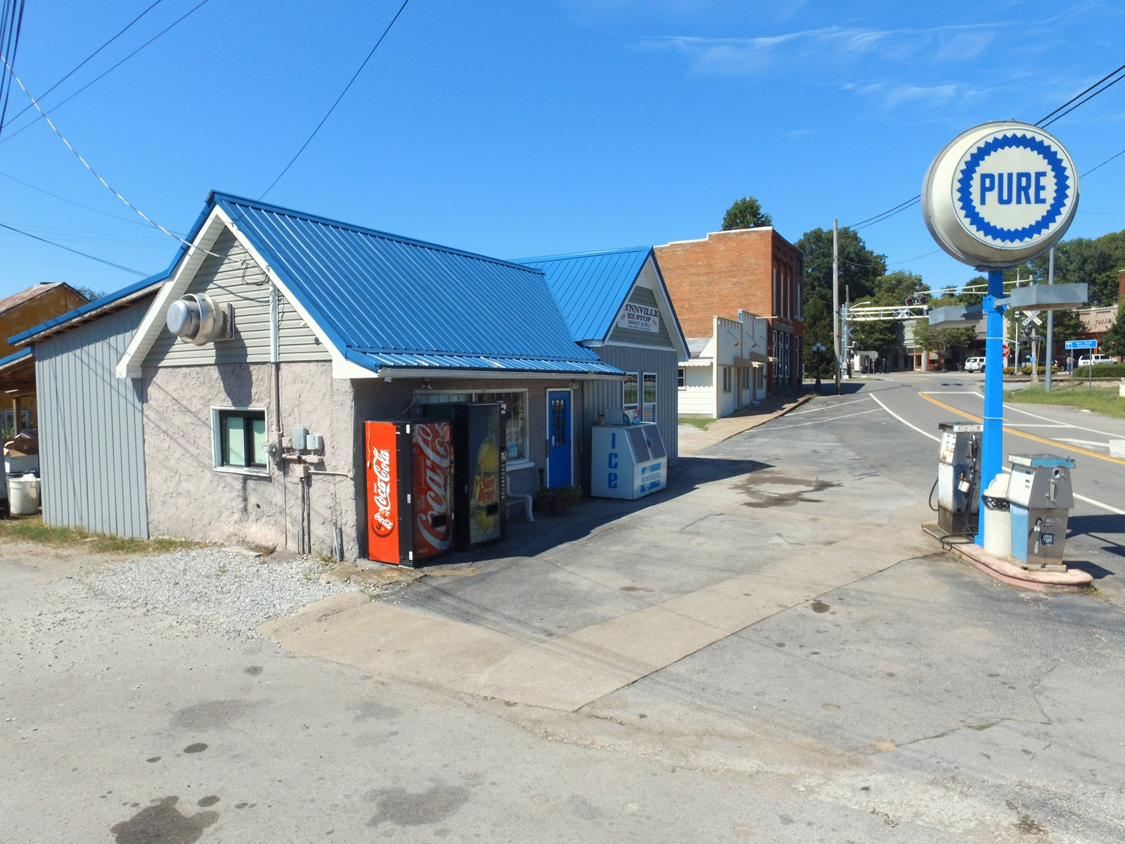 Market & Gas Station with Cash Flow in Lynnville, Tennessee
