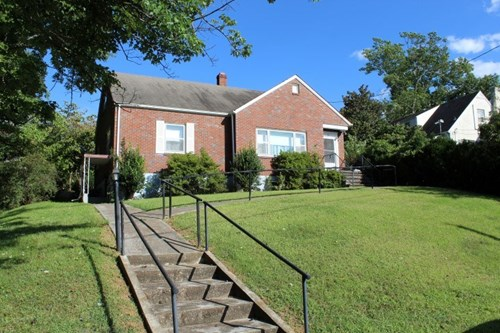 1.5  STORY BRICK RANCH HOME LOCATED IN MARTINSVILLE, VA