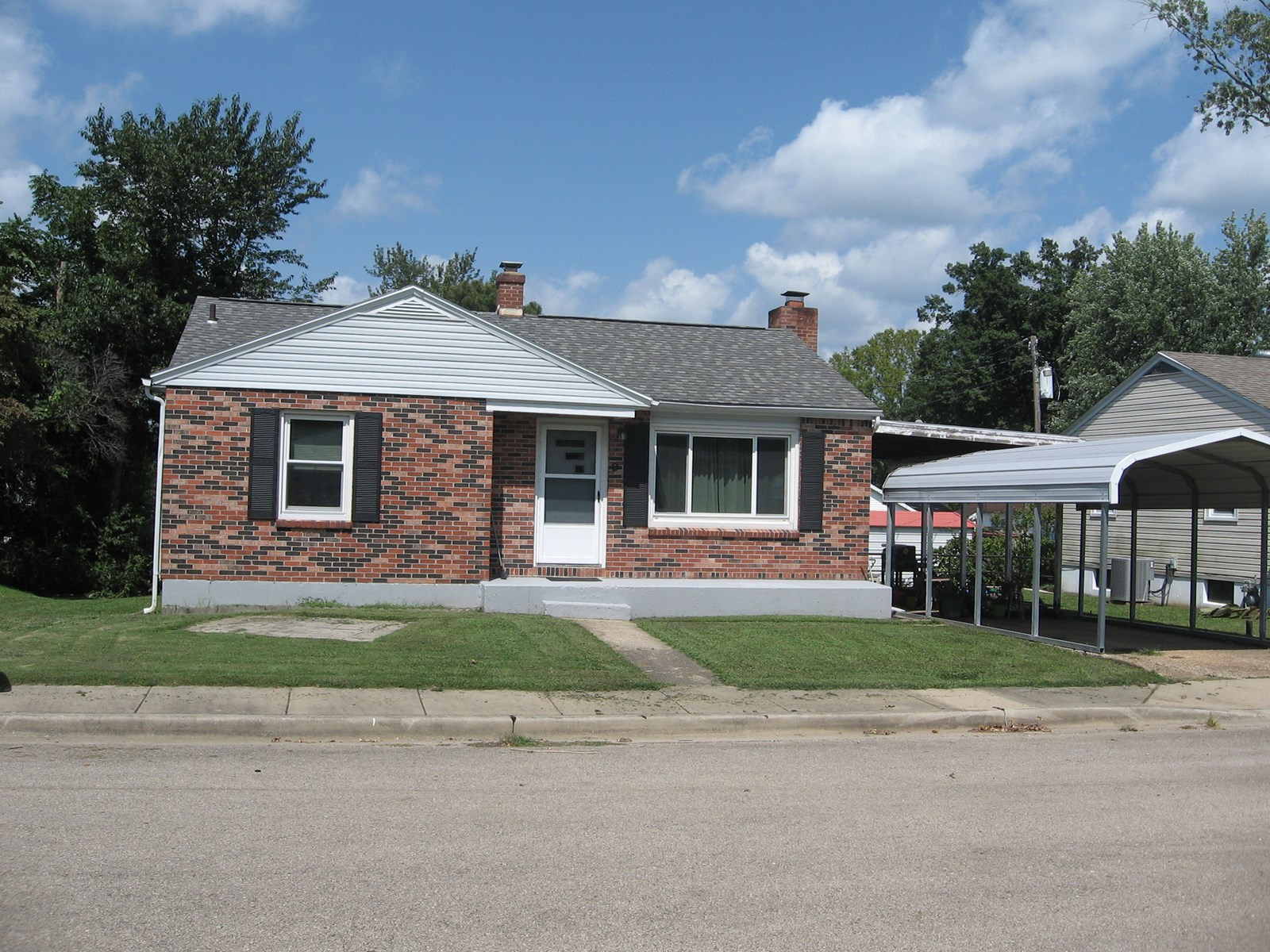 2-BR, 1-BA HOME ON DEAD-END STREET