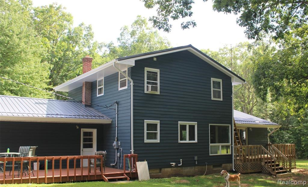 Beautiful, secluded country home in Otter Lake!