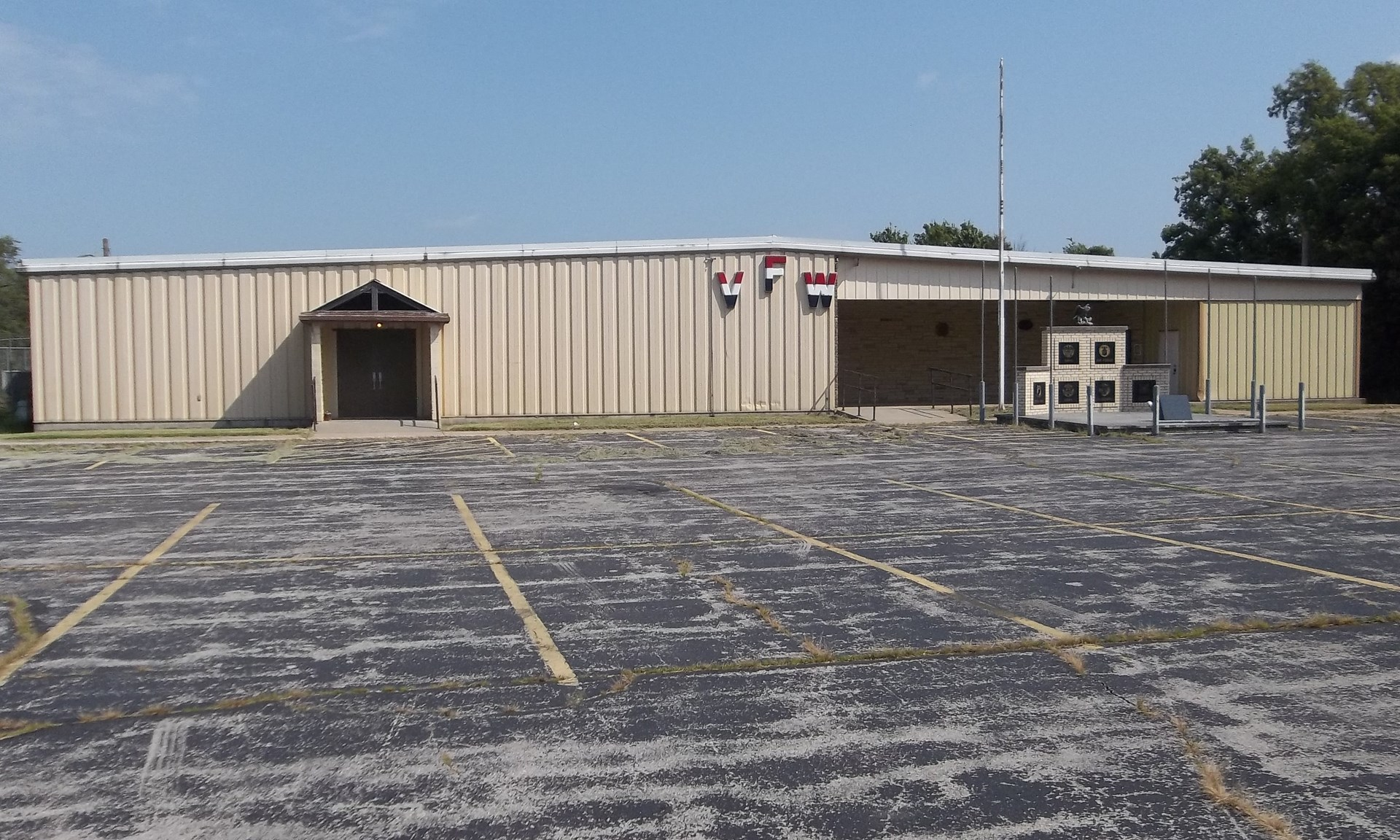 Commercial Building with acreage for Sale in Chanute KS