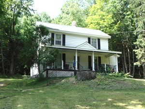 COUNTRY HOME  ON 1.5 ACRES